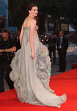 http://img125.imagevenue.com/loc1198/th_14242_Anne_Hathaway-Rachel_Getting_Married_premiere_during_the_65th_Venice_Film_Festival-36_122_1198lo.jpg