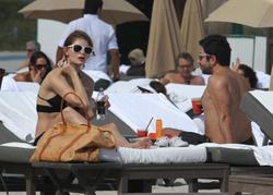 http://img125.imagevenue.com/loc415/th_311774265_Mischa_Barton_Bikini_Candids_on_the_Beach_in_Miami_December_27_2011_094_122_415lo.jpg