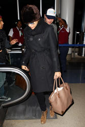 Ева Мендес, фото 4711. Eva Mendes at Los Angeles International, january 2, foto 4711