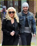 th_984802710_christina_aguilera_keeps_he