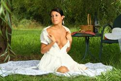 http://img125.imagevenue.com/loc542/th_148416946_picnic60_123_542lo.jpg