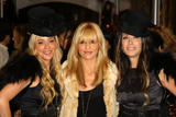 http://img125.imagevenue.com/loc719/th_59217_Sarah_Michelle_Gellar-Opening_party_for_Juicy_Couture05s_5th_Avenue_flagship_store-07_122_719lo.jpg