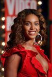BEYONCE'S NIGHT AT MTV VMA '09 Th_94950_Beyonce_celebutopia_net_6145_122_742lo