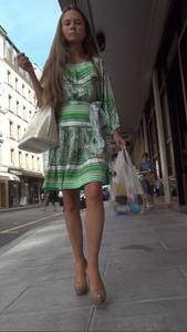 http://img125.imagevenue.com/loc82/th_952026399_ShoppingGirlUpskirt10_123_82lo.jpg