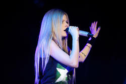 http://img125.imagevenue.com/loc98/th_430215245_49889_avril_lavigne_performing_live_in_moscow_6_121_122_98lo.jpg